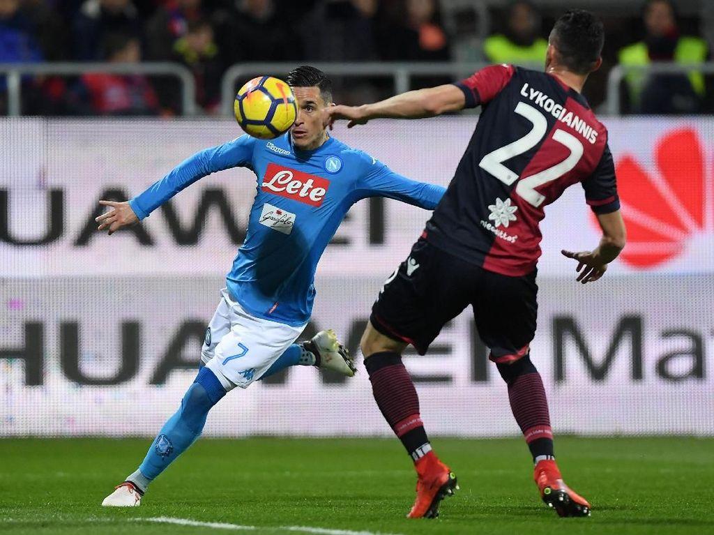 Foto: Napoli Pesta Gol ke Gawang Cagliari