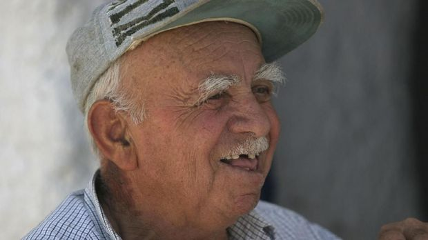 ilustrasi orang tua di Yunani