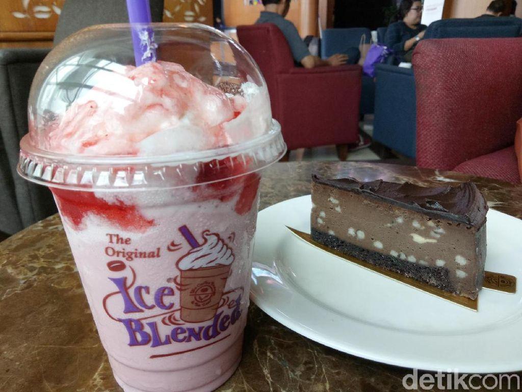 Santai Sore Ditemani White Chocolate Strawberry hingga Dark Choco Cheese Cake