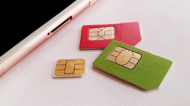 Ilustrasi sim card untuk smartphone. CNNIndonesia/Safir Makki