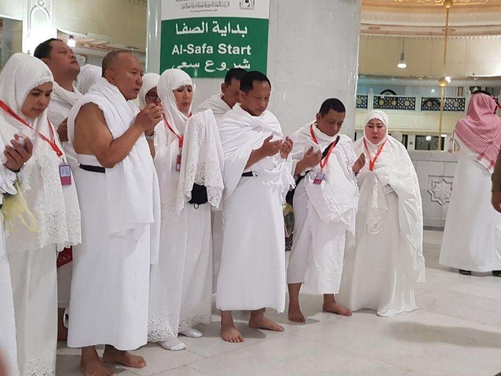Foto: Momen Kapolri Tito dan Istri Laksanakan Ibadah Umrah