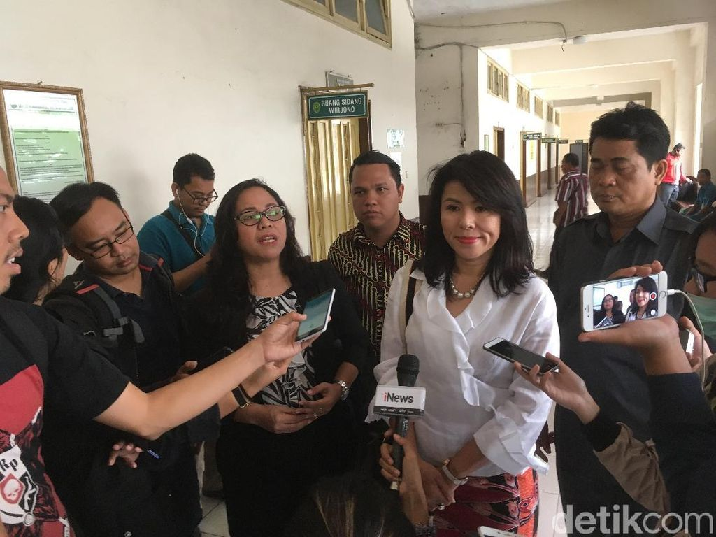 Ahok Absen Sidang Cerai, Pengacara Hadirkan 2 Saksi