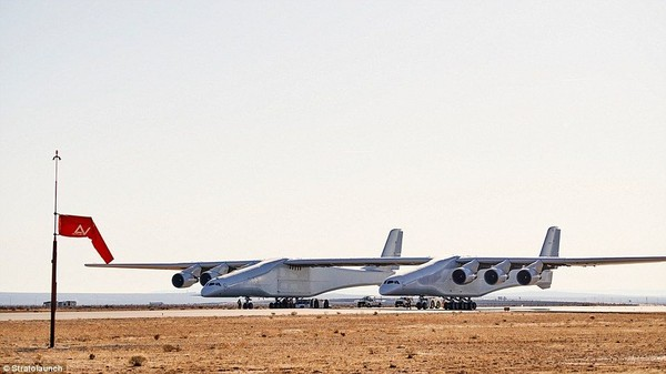 Inilah Stratolaunch, pesawat yang disebut terbesar di dunia. Dia didanai oleh salah satu pendiri Microsoft, Paul Allen. Foto: Stratolaunch