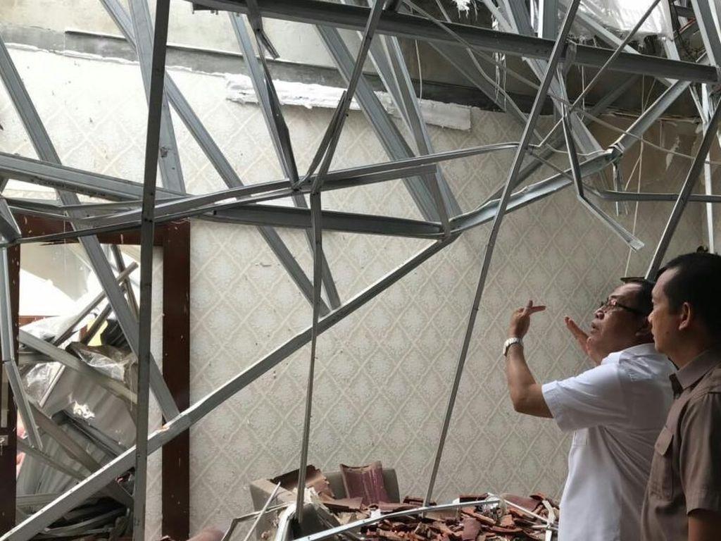 Waduh! Atap Rumah Dinas Bupati di Sumsel Runtuh