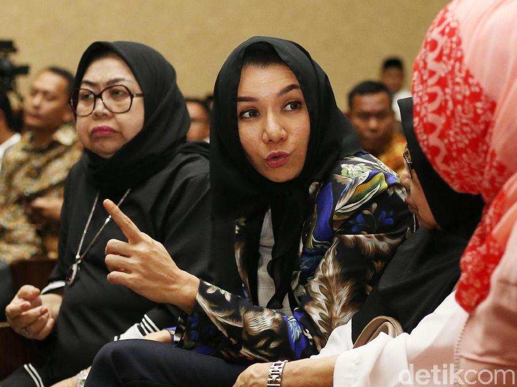 Saksi Sebut Bupati Rita Setor Duit Ratusan Juta Pakai Paraf Palsu