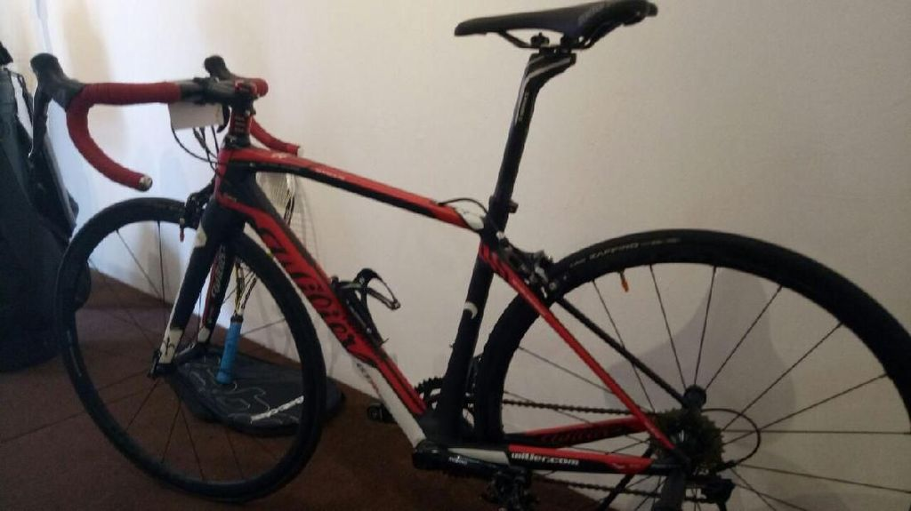 Foto: Raket dan Sepeda Budi Gunawan yang Dilelang Sukarela