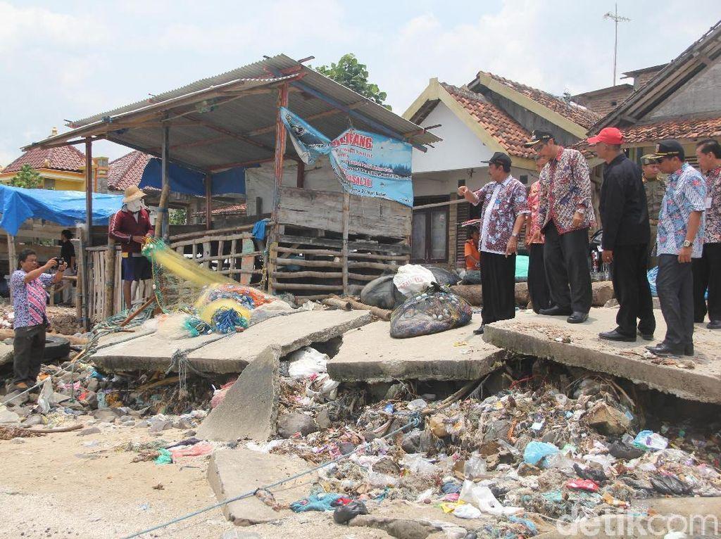 Sudah Sebulan Desa di Rembang Ini Diterjang Abrasi