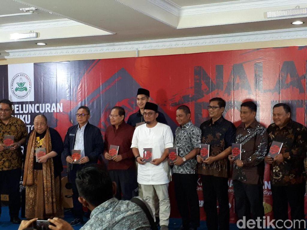 Luncurkan Buku, Dahnil Sebut Politik Indonesia Dipenuhi Fans Boy