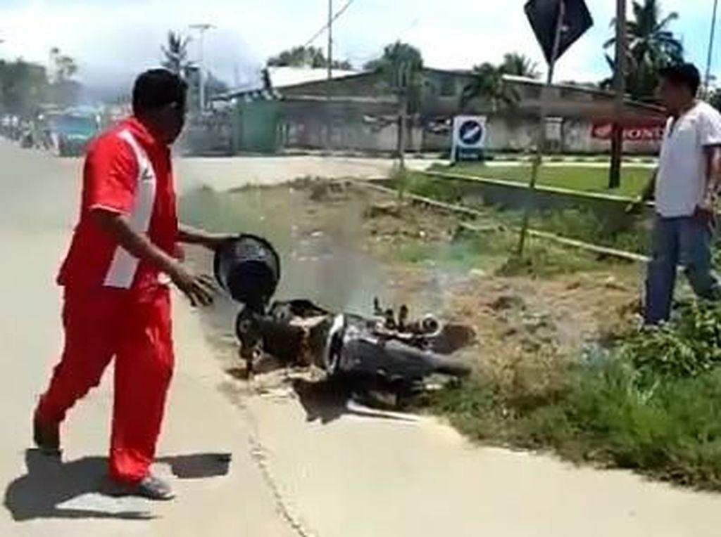 Sepeda Motor Terbakar Usai Isi Premium di Pulau Buru