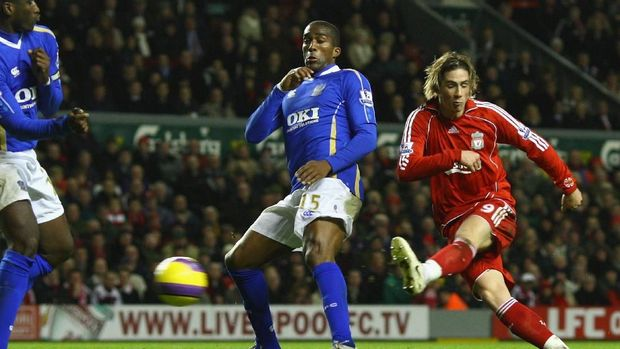 LIVERPOOL, UNITED KINGDOM - DECEMBER 22:  Fernando Torres of Liverpool scores his team's fourth goal during the Barclays Premier League match between Liverpool and Portsmouth at Anfield on December 22, 2007 in Liverpool, England.  (Photo by Laurence Griffiths/Getty Images)