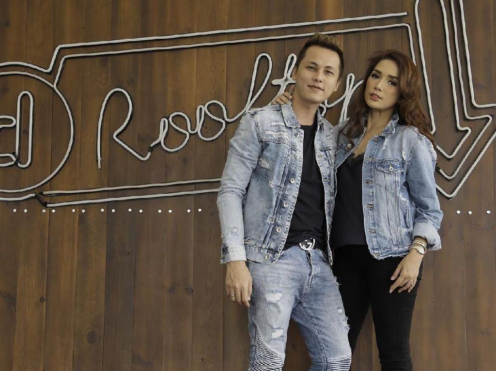 Love is in the Air! Ussy dan Andhika Mesra di Rooftop