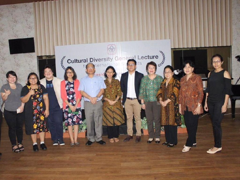President University Kenalkan Budaya Indonesia ke Mahasiswa Asing