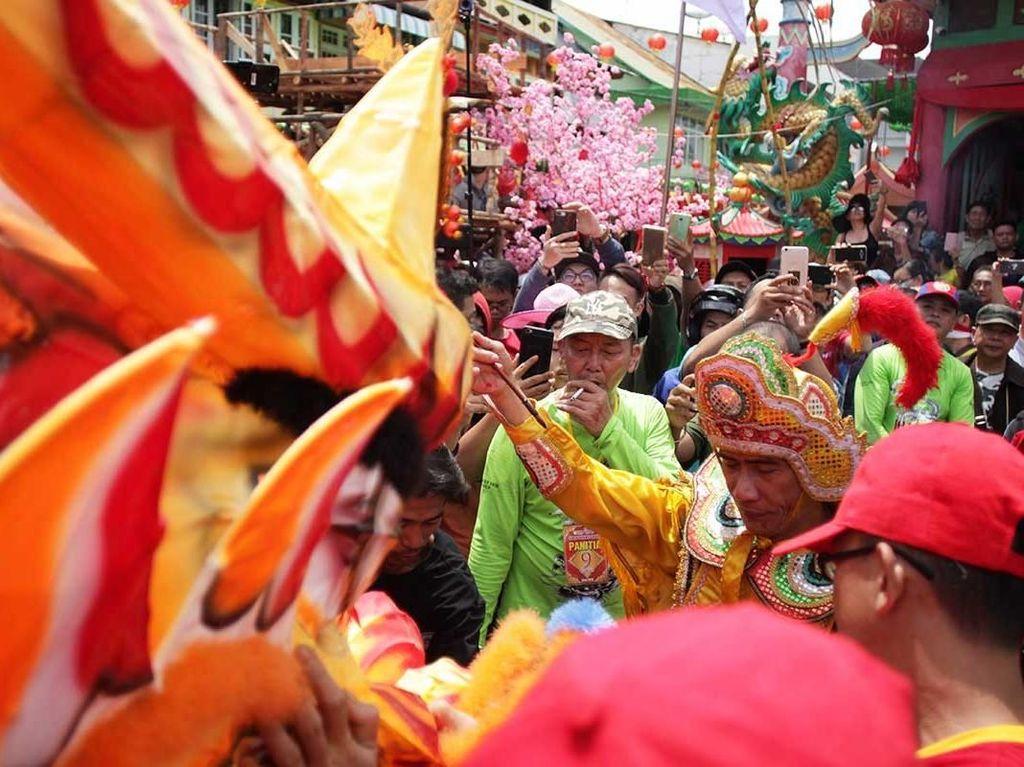 Ritual Naga Buka Mata di Cap Go Meh Singkawang