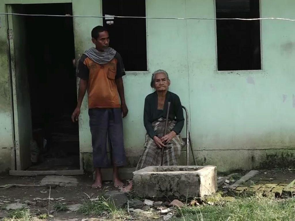 Foto: Nenek Renta Miskin Hidupi 2 Putranya yang Gila