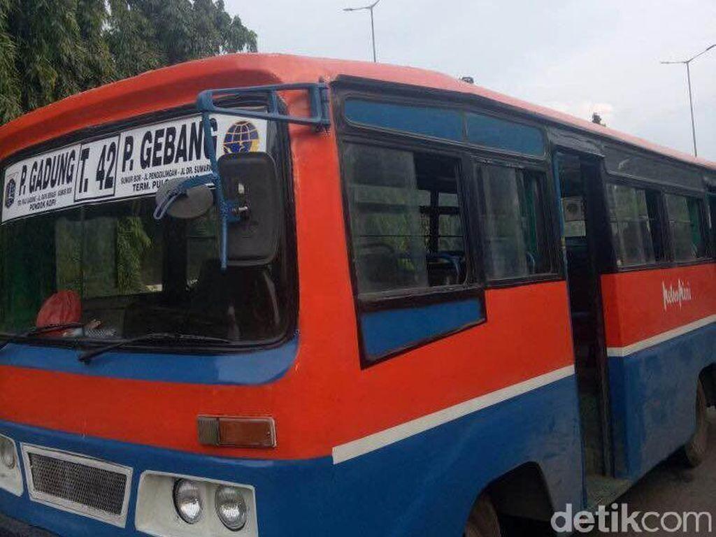 Polisi: Bukan Loncat, Tofik Ditendang Rampok dari Metro Mini