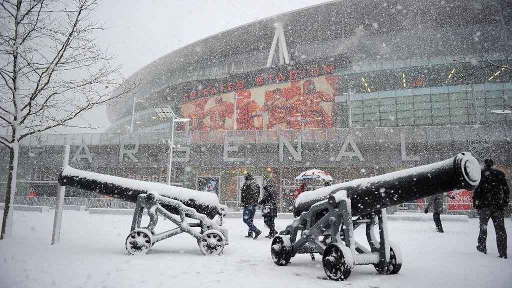 Foto: Salju di Stadion Sepakbola, di Sirkuit Balap, di Mana-mana