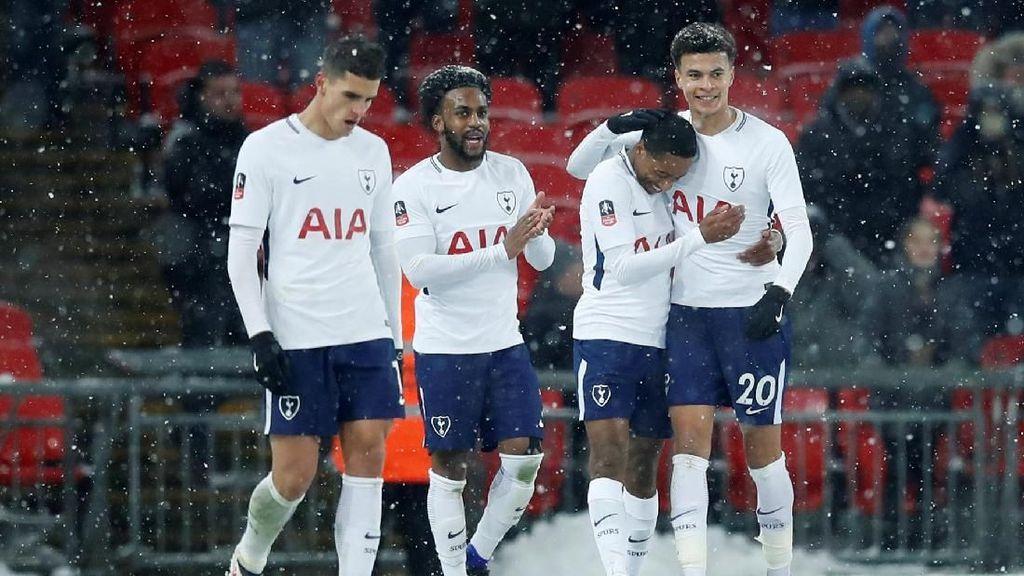 Pesta Gol Spurs di Bawah Guyuran Salju