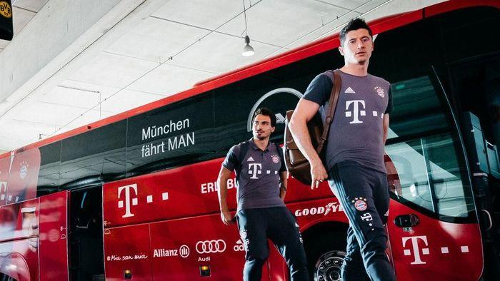 Robert Lewandowski ditegaskan bakal tetap di Bayern Munich musim depan (Foto: Alexander Scheuber/Getty Images Fuer MAN)