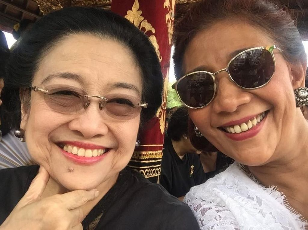 Gaya Menteri Susi Selfie dengan Megawati