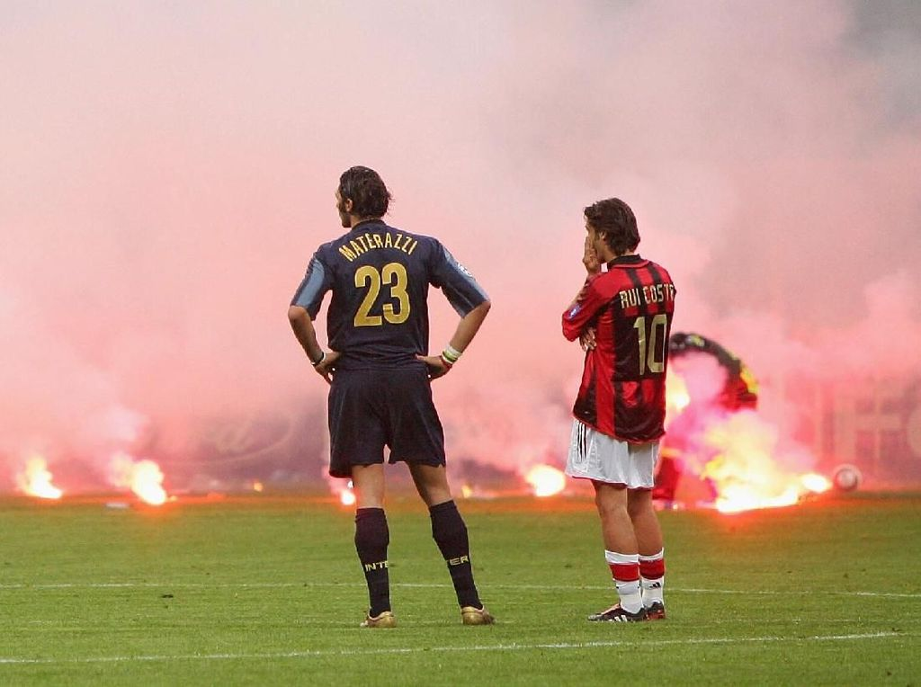 11 Foto Ikonik Duel Panas Inter Milan vs AC Milan