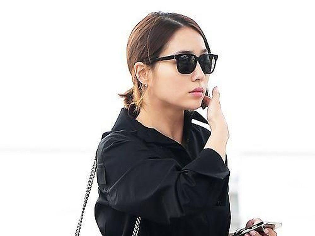 12 Gaya Artis Cantik Korea Pakai Tas Chanel Hingga Hermes Ratusan Juta
