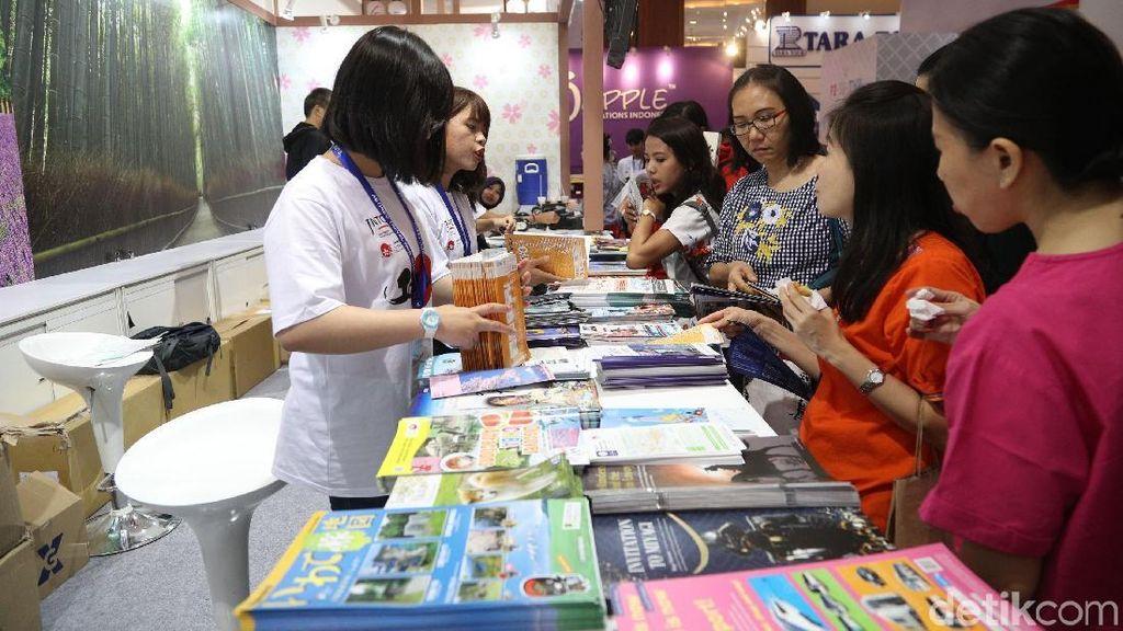 Foto: Berburu Paket Wisata di Astindo Travel Fair