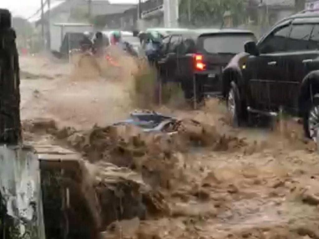 Viral Video Motor Terseret Banjir Terjadi di Cianjur