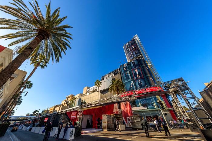 Pagelaran Oscar ke-90 sudah mulai disiapkan. Nampak sudut Hollywood Street sudah mulai steril dan rangka-rangka bangunan sudah mulai berdiri di Dolby Theatre, California, AS. Christopher Polk/Getty Images.