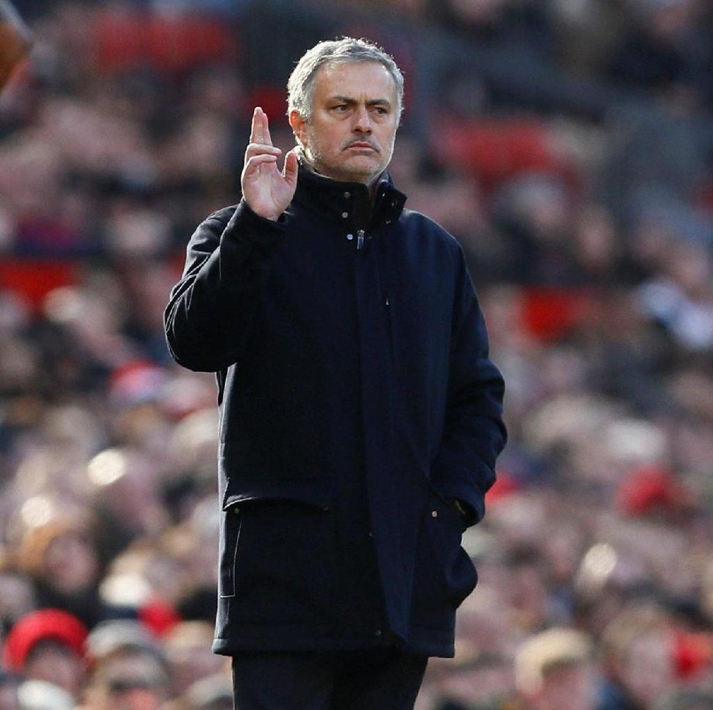Petikan Lain Monolog 12 Menit Mourinho: Soal Komitmen dan Usia