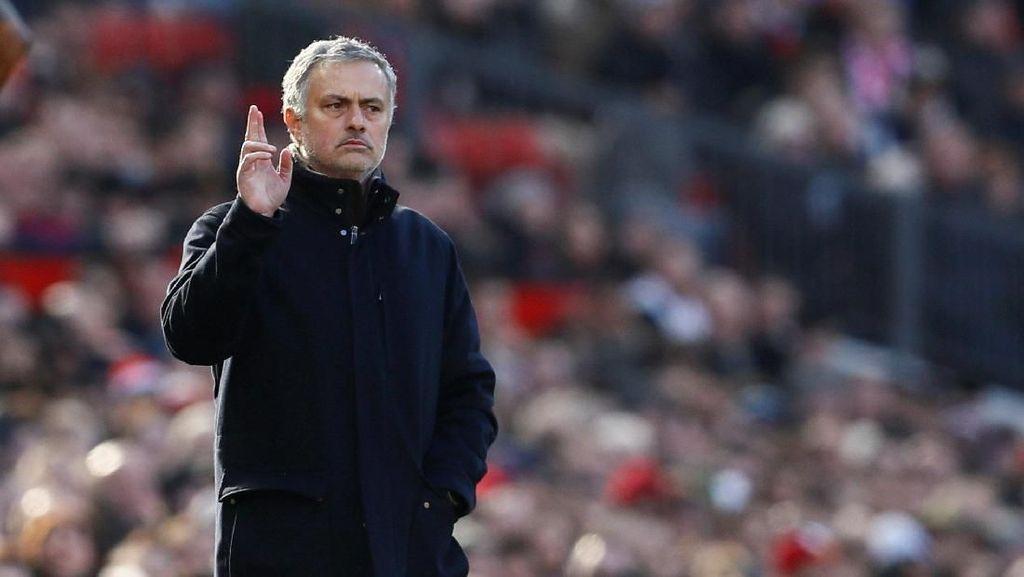 Mourinho: Orang-Orang dengan Otak dan Akal Sehat Paham MU Sedang Masa Transisi