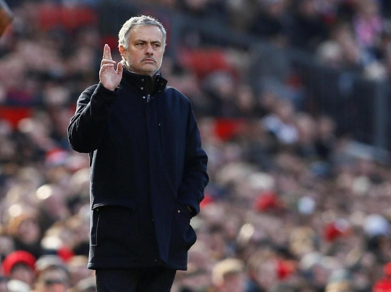 MU Kalah dari Sevilla, Mourinho Minta Uang untuk Belanja Pemain