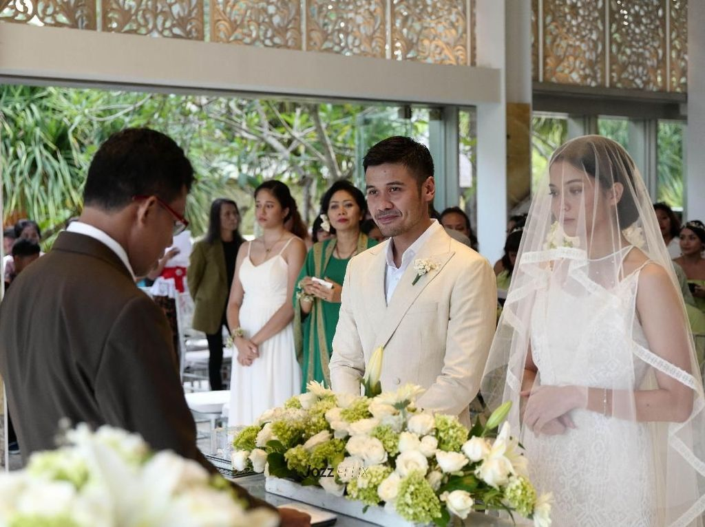 Ini Alasan Putri Marino dan Chicco Jerikho Menikah di Bali