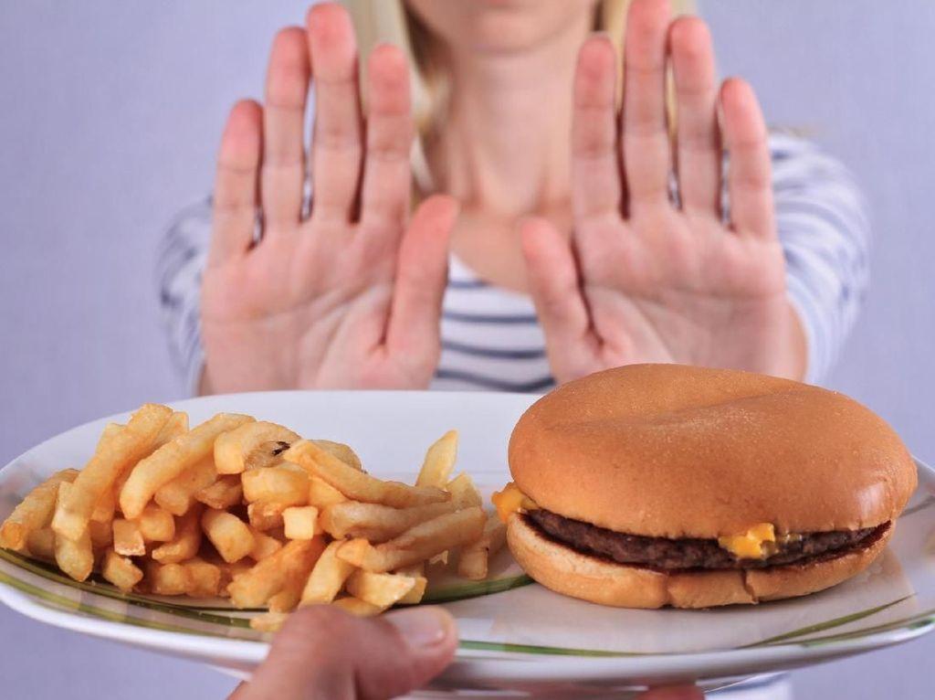 Studi: Terlalu Sering Makan Junk Food Bisa Turunkan Kesuburan Wanita