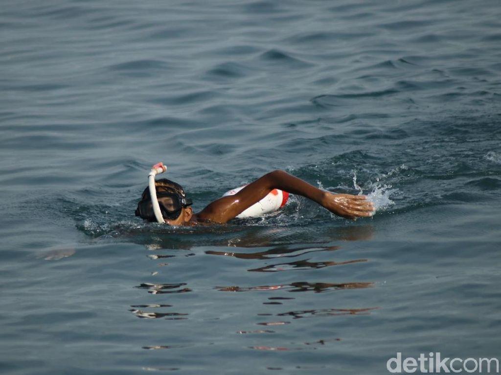 10 Jam Berenang Para Penakluk Selat Sunda Tiba di Merak