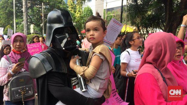 Salah satu peserta aksi Women's March mengenakan kostum Star Wars.