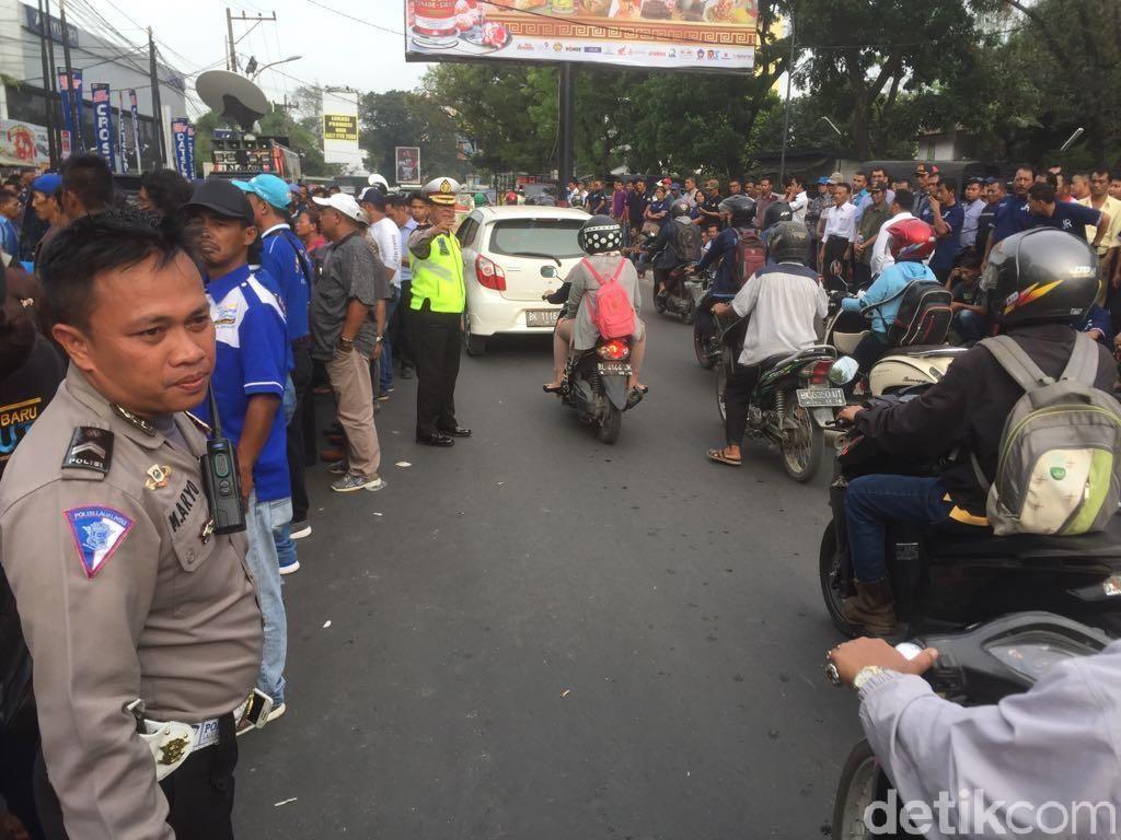 Polisi Jaga Ketat Sidang Putusan Gugatan JR Saragih di Bawaslu Sumut