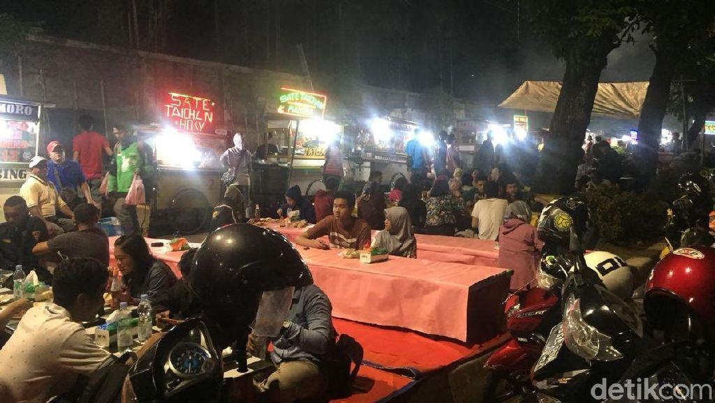 Penuh Sesak Pedagang Sate Taichan di Trotoar Senayan yang akan Ditata