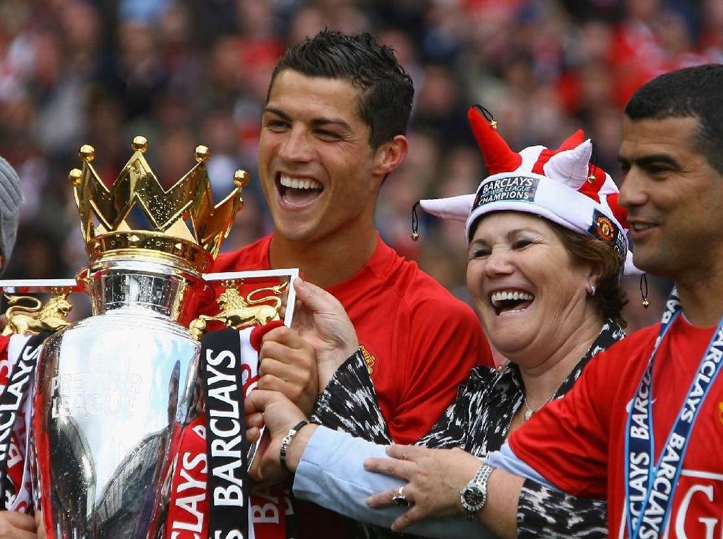 Ketimbang PSG, Ibunda Ronaldo Pilih Anaknya Kembali ke MU