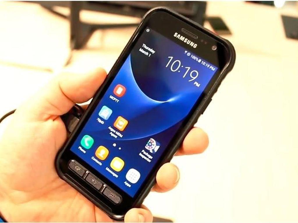 Penampakan Ponsel Tangguh Samsung untuk Polisi dan Pemadam