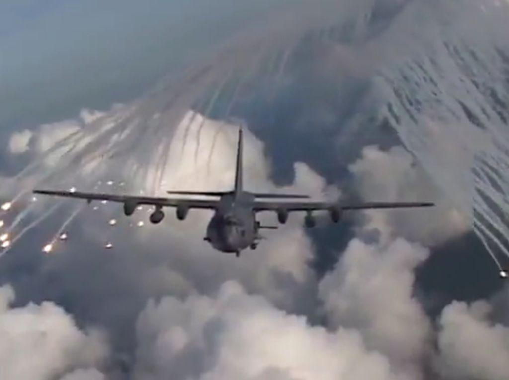 Detik-detik Pesawat Malaikat Maut AC-130 AS Beraksi di Udara