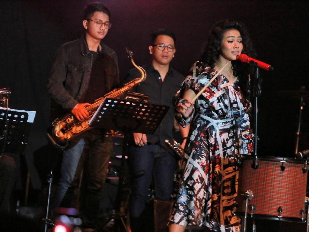 Asyiknya Yura Yunita dan Ron King Horn Section di BNI Java Jazz Festival 2018