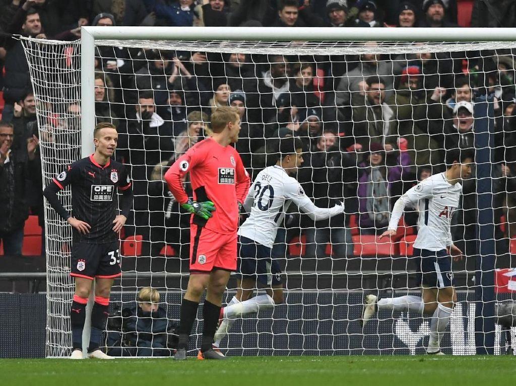 Dua Gol Son Menangkan Spurs atas Huddersfield