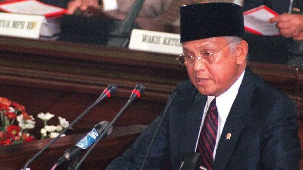 BJ Habibie di hadapan MPR setelah menjabat 17 bulan sebagai Presiden RI.