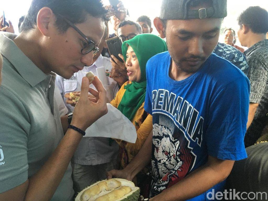 Foto: Sandiaga Tersengat Aroma Durian yang Bikin Gagal Fokus