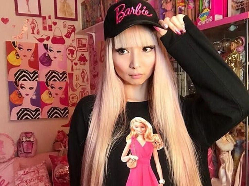 10 Potret Wanita yang Habiskan Rp 925 Juta Demi Hidup dengan Barbie