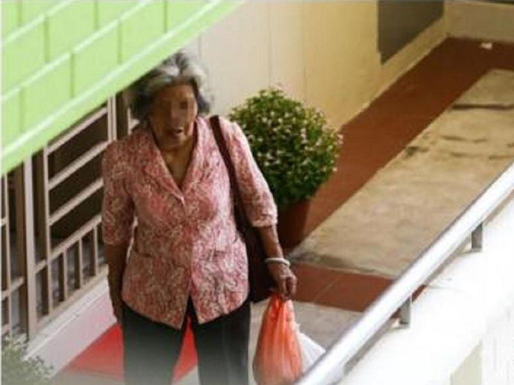 Bikin Haru! Ibu Ini Naik Bus Tiap Hari Kirimkan Makanan untuk Anaknya yang Depresi