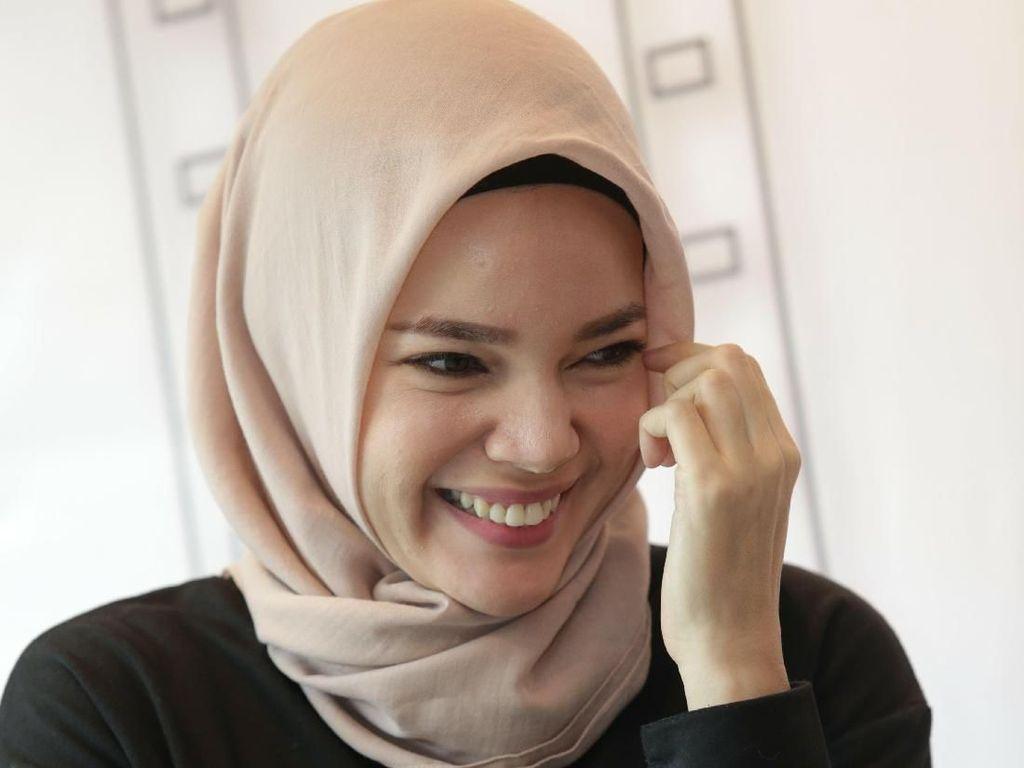 Lebaran dengan Berkah Ganda untuk Dewi Sandra