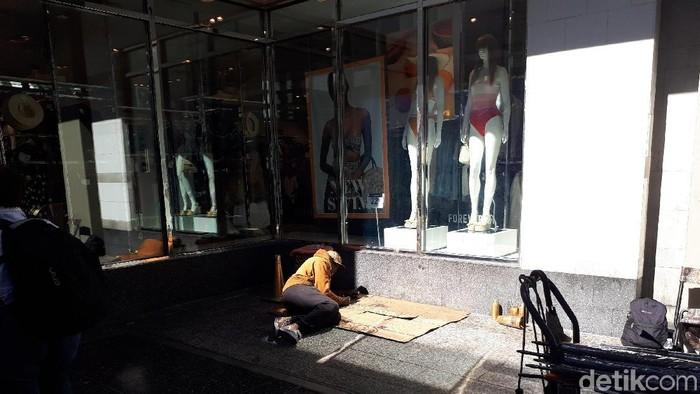 Penjagaan Jelang Oscar Diperketat, Polisi Singkirkan Pengemis di Hollywood/Highland Foto: Devy Octaviani/ detikHOT