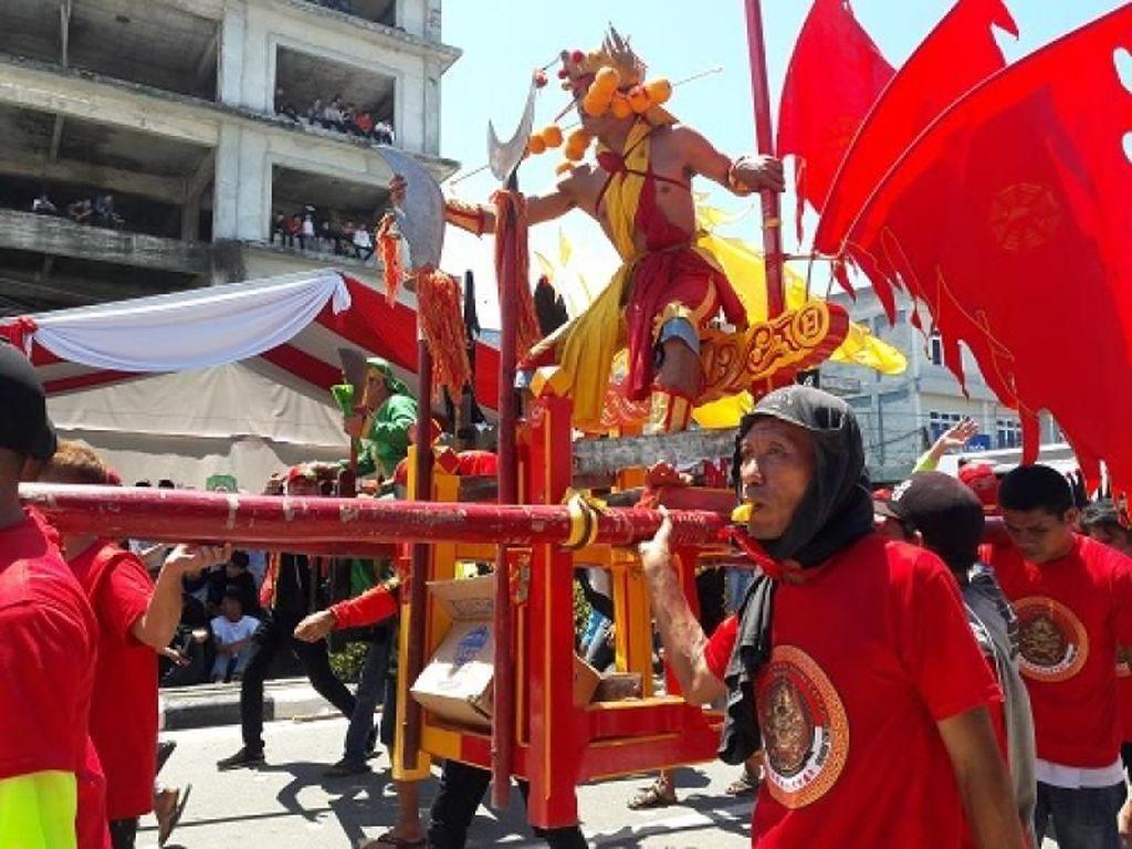 Begini Meriahnya Parade Cap Go Meh Singkawang 2018