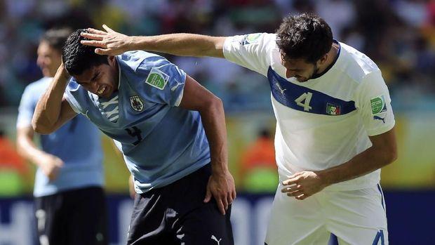 Luis Suarez kerap terlibat kontroversi di Piala Dunia.